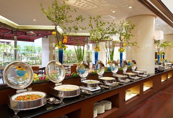 This Restaurantu0027s Buffet Includes Savory Flavors Of Japanese, European,  Chinese And Okinawan Cuisine As Guests Enjoy Dining In Natural Sun Light.