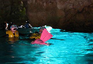 ボートでラクラク出航!青の洞窟シュノーケル!