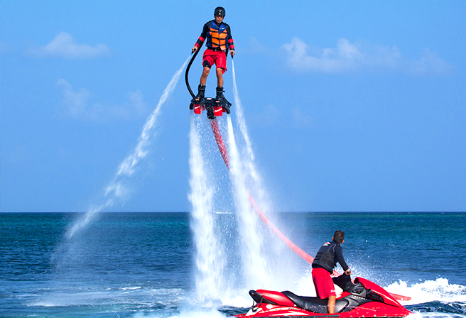Let's try the latest popular marine activity! The Flyboard!