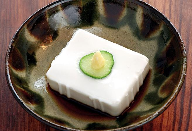 プルプル食感が病みつきになる「ジーマーミ豆腐」