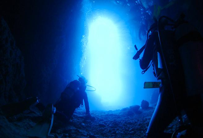 沖繩熱門景點「青之洞窟」潛水5選