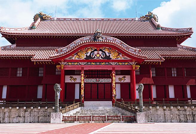 誰もが一度は訪れる沖縄のシンボル—「首里城」