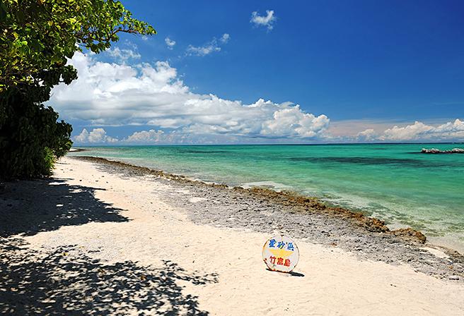 Where to Enjoy the Romantic 'Star Sand' Beach